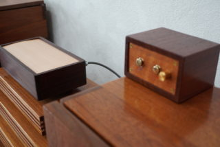 電動シリンダー楽器オルゴール_横から紫檀
